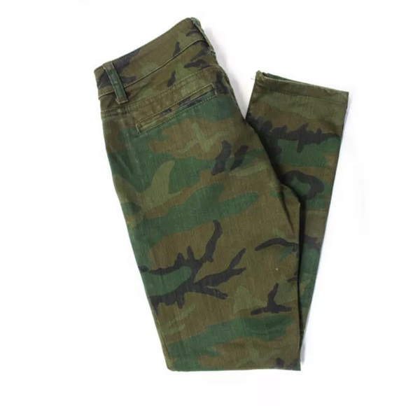 New BDG skinny leg stretchy camo cropped pants